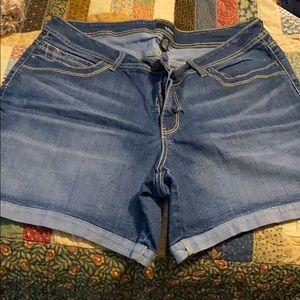 Ana Blue jean shorts